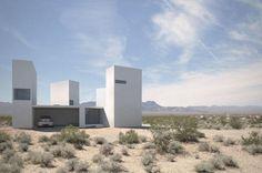 Dom na pustyni z różnymi doznaniami wizualnymi. / A house on desert with different visual experiences.