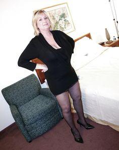 Beautiful Old Woman, Mature Fashion, Women's Feet, Sexy Stockings, Boss Lady, Older Women, Leather Skirt, Sexy Women, Nylons