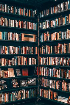 Home library inspiration New Books, Good Books, Portrait Photos, Library Inspiration, Book Wallpaper, Dream Library, Library Images, Home Libraries, Book Aesthetic