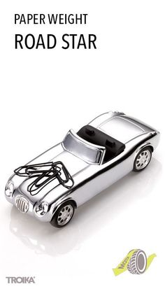 TROIKA ROAD STAR. 50s-style roadster, paper weight with magnet for paper clips, with friction motor *** Roadster im Stil der 50er Jahre, Briefbeschwerer mit Magnet für Büroklammern, mit Rückziehmotor