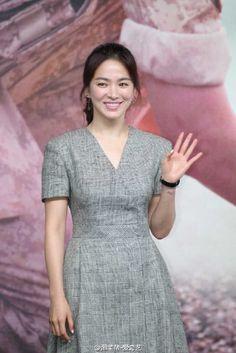 160405 • Song Hye Kyo for 태양의 후예 Press Conference at Hongkong