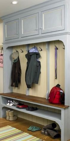 Rustic Small Mudroom Bench Ideas (65)