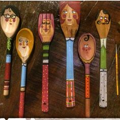 Wood Spoon !! Adorei pintar essas colheres de madeira. Quando for comprá las , veja algumas coisas : não compre com verniz . Se tiver , lixe-as. Observe marcas na madeira para que não altere seu desenho. Use tinta acrílica. Elemento decorativo. #spoon #wood #paint #color #creative #decoration #kitchen #idea #craft #handmade #façavocêmesmo #cozinha #colher #pintura #arte #artesanato