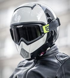 We have been drooling over Husqvarna´s immaculately designed street bikes for some time, and now, the motorcycle brand has developed a range of contemporary, premium quality riding gear, to match the simple yet progressive style of their new st Motorcycle Helmet Design, Cafe Racer Helmet, Cruiser Motorcycle, Motorcycle Style, Motorcycle Accessories, Custom Bike Helmets, Women Motorcycle, Custom Choppers, Biker Style