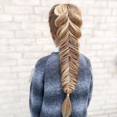 "Hairinspiration on Instagram: ""This Pull-Through Fishtail Combo from @cutegirlshairstyles has been on my ""hair to try"" list for a while. I really love this combo and it's simple to create."""