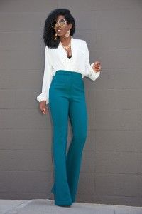 Fabulous yet stylish this cute workout is anything but boring. I love the emerald pants. Faux Wrap Blouse x High Waist Trousers Baggy Pants, Wide Leg Trousers, Trousers High Waisted, High Waist Pants, Loose Pants, Trousers Women, Mode Outfits, Casual Outfits, Teal Outfits