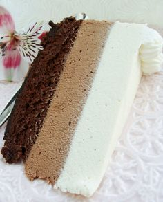 Chocolate dust: Tricolor mousse cake