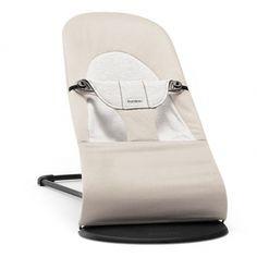 Le transat Bouncer Balance soft coton/jersey Baby Björn est ergonomique et reçoit un bébé dès la naissance jusqu'à 29 lb.