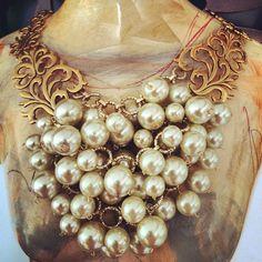Hermoso y vintage collar de perlas de cristal.
