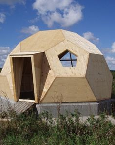 Introduction to the Easy Domes concept The Easy Domes concept convays: an easy built dome-house. Prefabricated Sheds, Dome Structure, Geodesic Dome Homes, Dome Greenhouse, Shed Construction, Shed Kits, Wooden Sheds, Tiny House Cabin, Dome House