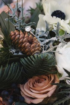 Christmas weddings conjure images of poinsettia-lined aisles and decor in shades of red and green. So, this Christmas wedding in the Cotswolds is a breath of fresh air with its beautiful sophistication and holiday cheer. A color palette of caramel,
