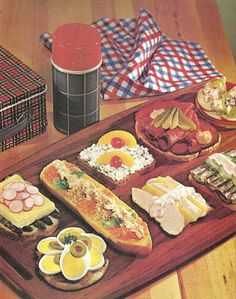 sandwiches and lunchbox foods family circle illustrated library of cooking volume 11 1972 1a vintagelove vintage foodvintage - Buffet Retro Cuisine