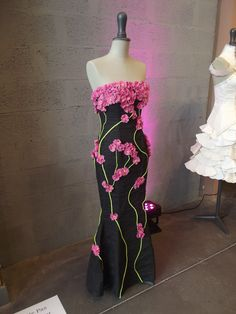 Spring flower dress made of paper. Would love to try making it!