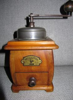 Coffee Grinder - Simple Guidelines To Help You Brew A Good Mug Of Coffee! Antique Coffee Grinder, Coffee Grinders, Coffee Cans, Coffee Shop, Coffee Brewers, Salt Pig, Nut Cheese, Primitive Kitchen, Great Coffee