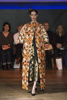 Yumi Katsura  Paris Couture Collection SS  2016 Kilt gown in gold brocade,with kaleidoscopic patterning of the obi sash and kimono materials./japanese traditional kimono materials  http://www.yumikatsurafrance.com