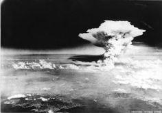 原爆からキノコ雲は1945年8月6日に、広島、日本に投下さ。