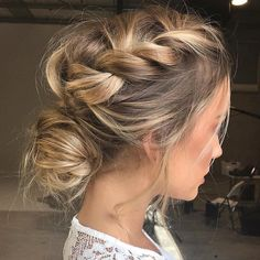 ✨ #dreamweddinghair #hairgoals ✌ #updo #weddinghairinspo