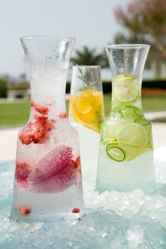 love this presentation of various waters - to serve in this way for our weddings in italy & caribbean (cucumber infused water party) Infused Water Recipes, Fruit Infused Water, Fruit Water, Fresh Fruit, Infused Waters, Water Water, Flavored Waters, Party Drinks, Cocktail Drinks
