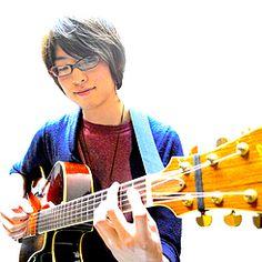 こんばんは(*′σ∀`)p ガクヤミュージックスクールに新しくギター・ジャズギターの先生が加わりました!ギタリスト・コンポーザーの伊藤寛哲(いとうひろさと)先生です\(^ ^)/ バンザーイ ジャズをメインに東海地区でご活躍中でアカデミックに何でも教えてくれますよ!