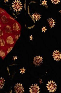 Shop more Handloom Gota Patti Saree at Luxurionworld. Gharara Designs, Kurti Designs Party Wear, Designer Blouse Patterns, Blouse Designs, Gota Patti Saree, Circle Skirt Pattern, Embroidery Suits Punjabi, Silk Sarees Online Shopping, Khadi Saree