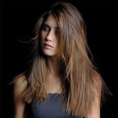Coupe cheveux longs raides