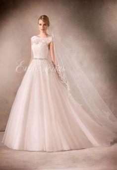 Vestido de novia Modelo Hadara de La Sposa by Pronovias en Eva Novias Madrid.   #vestido #novia #coleccion #2017 #weddingdress #bridalfashion #bridal #bodas #novias
