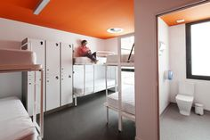 8 person room