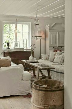 Comfy Farmhouse Shabby Chic Living Room Decor Ideas - Page 28 of 44 Shabby Chic Living Room, Farm House Living Room, Shabby Chic Decor Living Room, Shabby Chic Furniture, Chic Dining Room, Shabby Chic Room, Shabby Chic Living, Chic Home Decor, Country Living Room