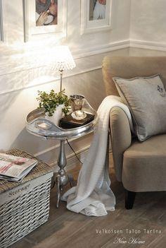 Valkoisen Talon Tarina: Arkiolohuoneen kohennus... Home Design Decor, House Design, Home Decor, Future House, Sweet Home, Nice Ideas, Living Room, Table, Villa