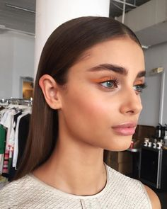 Ideas For Fashion Runway Makeup Taylor Hill Taylor Hill, Natural Brows, Natural Makeup, Simple Makeup, Beauty Make-up, Hair Beauty, Beauty Bar, Beauty Tips, Makeup Inspo