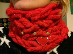 Red Xmas scarf.look the details.arm knitting
