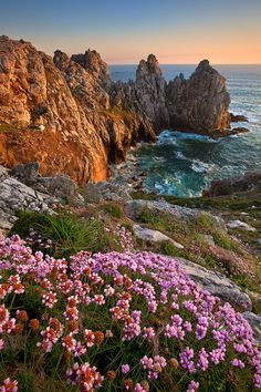 This is an image of the Finistere, in Bretagne, France. I camped in the area and hiked along these cliffs. It is beautiful and there will never be a picture that will do it justice. Places Around The World, Around The Worlds, Beautiful World, Beautiful Places, Wonderful Places, Region Bretagne, Brest Bretagne, Brittany France, France Travel