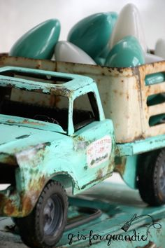 Vintage Trucks - This year I'm having a blue Christmas, aqua blue that is. It's one of my favorite colors, so why not use it for Christmas too? My friend/co-worker/Carriage House sale partner Sue gave … Christmas Truck, Christmas Love, Country Christmas, Christmas Ideas, Christmas Crafts, Outdoor Christmas, Christmas Colors, Christmas Bulbs, Colors