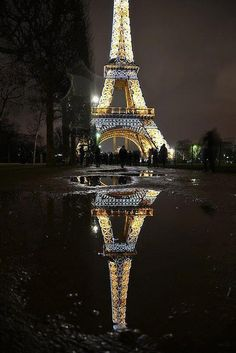 Look Gretchen, the Eiffel Tower is doing an Eiffel Tower with itself!!!!