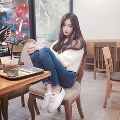 Image about girl in Ulzzang by Karla on We Heart It Korean Fashion Styles, Asian Fashion, Girl Fashion, Korean Ulzzang, Ulzzang Girl, Korean Girl, Ulzzang Style, Japanese Outfits, Korean Outfits