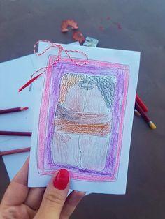 Poți să realizeziaceastă felictare inspirată din opera lui Brâncuși de Dragobete,  1 Martie sau oricând vrei să spui cuiva drag că îl iubești.Imprimă felicitarea, colorează desenul cu Sărutulși scrie un mesaj. Îndoaie apoi felicitarea pe linia punctată, astfel încât desenul cu Sărutul să fie pe copertă.Adaugă un șnur de mărțișor dacă oferi felicitarea de 1 Martie.