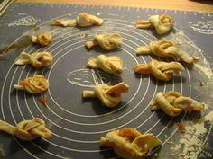 Fiatalok főzőiskolája: Kötött-tészta leves Cookies, Desserts, Food, Crack Crackers, Tailgate Desserts, Deserts, Biscuits, Essen, Postres