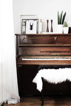 Piano decorating ideas for your home living room 21 My Living Room, Home And Living, The Piano, Piano Bench, Home Decor Inspiration, Decor Ideas, Decorating Ideas, Piano Decorating, Home Interior