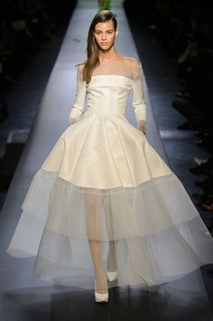 33 Couture Looks That Belong in Your Dream Wedding - Wedding Dresses Paris Haute Couture Fashion Week 2015 Couture Looks, Style Couture, Haute Couture Fashion, Spring Couture, Fashion Week, Look Fashion, Runway Fashion, Paris Fashion, Fashion Design
