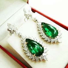@thejewellcloset . Stunning Diamond & Emerald Earrings from @emeraldhousejaipur