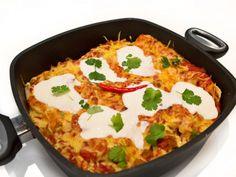 Enchilada z pikantnym mięsnym farszem i sosem pomidorowym