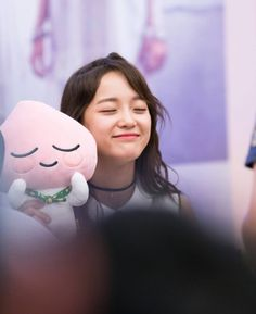 After succesful debut bing a time-bound member of 'ioi', Kim se-jeong is about to begin her real career as a center of newly organized group 'gugudan'. Kpop Girl Groups, Korean Girl Groups, Kpop Girls, Kdrama, Kim Sejeong, Wattpad, Jellyfish Entertainment, School 2017, K Pop Star