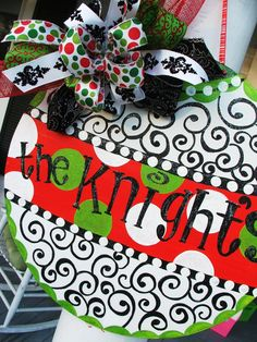 Christmas door hanger- You could easily make this! Just get a pizza pan from the dollar store, some acrylic paints, and some ribbons. Then, if your door is magnetic like mine, you can just hang the whole thing with magnets on the back. Brilliant!