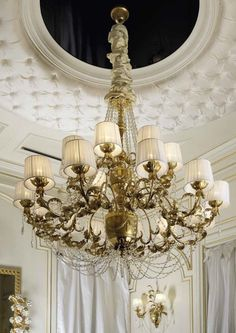 The Empire chandelier draws its inspiration from traditional and historical empire pieces.  The lamp shades are included and the chandelier is embellished with transparent crystal chains and Swarovski crystal drops. These elements combine to give a majestic touch to the whole collection. Table lamps, floor lamps and wall lights are also available , perfectly coordinating with the chandelier's design.