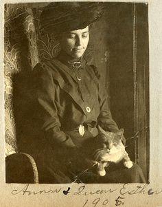 Vintage Cat Ladies - les femmes et les chats, une longue histoire d'amour