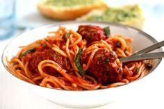 Spaghetti med italienske kødboller og tomatsauce | foodfanatics opskrifter