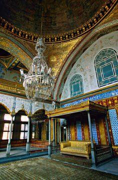 The Imperial Hall, The Harem, Topkapi Palace (Topkapi Sarayi), Istanbul, Turkey
