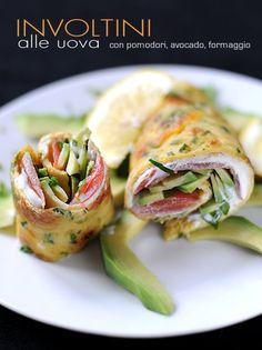 Involtini alle uova con pomodorini avocado e formaggio