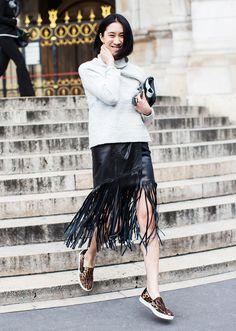 Leather fringe skirt + leopard slip-on sneakers : Eva Chen Khadra, Eva Chen, Love Fashion, Fashion Tips, Fashion Trends, Style Fashion, Outfit Zusammenstellen, Looks Street Style, Fringe Skirt