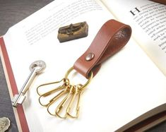 Black  Brown Durable Double Layers Leather Quick Release Multifunction Key Holders with Trigger Snap Hook /& O-Ring  2 color choices